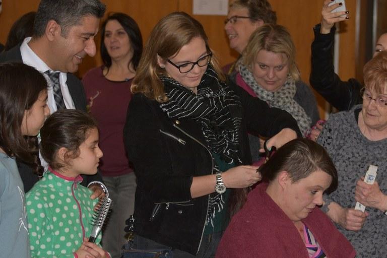 Aktion Zopf ab! Mehr als 260 Menschen spenden Haare.