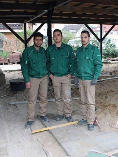 "Teilnehmer der Flüchtlingsintegrationsmaßnahme ""FIM"" gestalten öffentliche Sportplatzfläche neu"